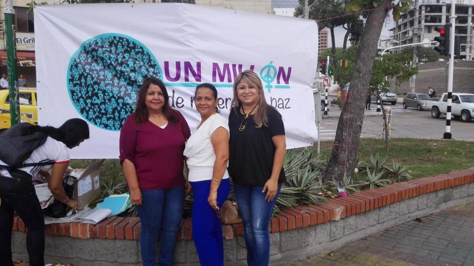 De izq. a dcha.: Lucy Polo, de Por Ti Mujer, Emma López, de Fund. Teknos y Clarena Troncoso, de Fudemca